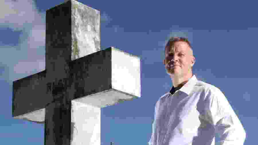 Bill Edgar vai a funerais para falar em nome dos falecidos e confessar o que eles não ousaram dizer quando estavam vivos - Arquivo Pessoal via BBC