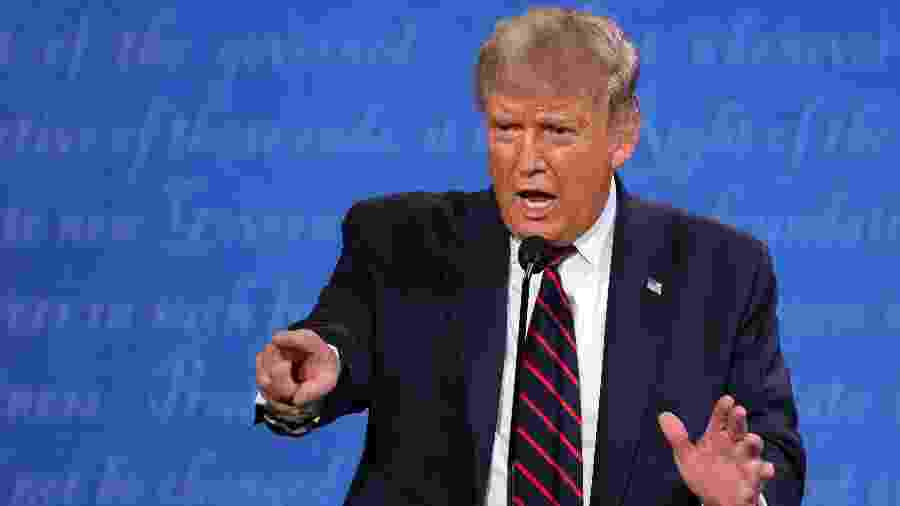 29.set.2020 - O presidente americano, Donald Trump, participa de debate com Joe Biden, em Cleveland (Ohio) - WIN MCNAMEE/GETTY IMAGES NORTH AMERICA/Getty Images via AFP