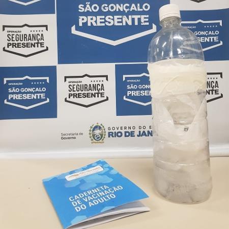 A técnica de enfermagem foi detida em São Gonçalo, no RJ, com sobras de vacina contra a covid-19 - Divulgação/Segura Presente