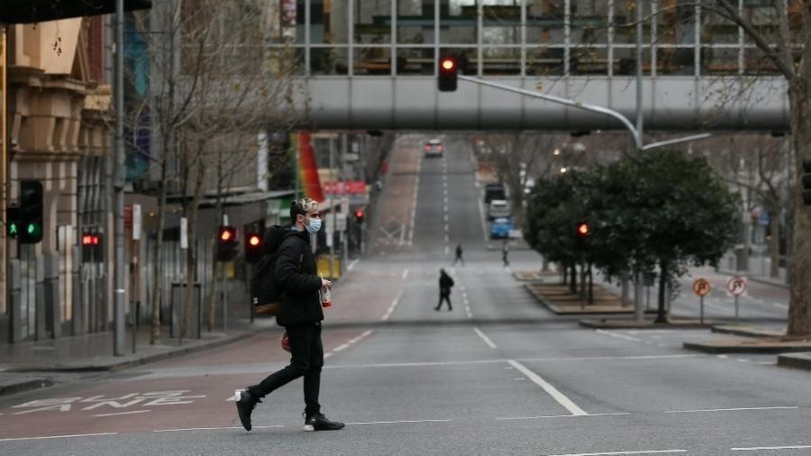 Ruas no centro de Melbourne, na Austrália, ficaram praticamente vazias após sexto lockdown na cidade - Con Chronis/AFP