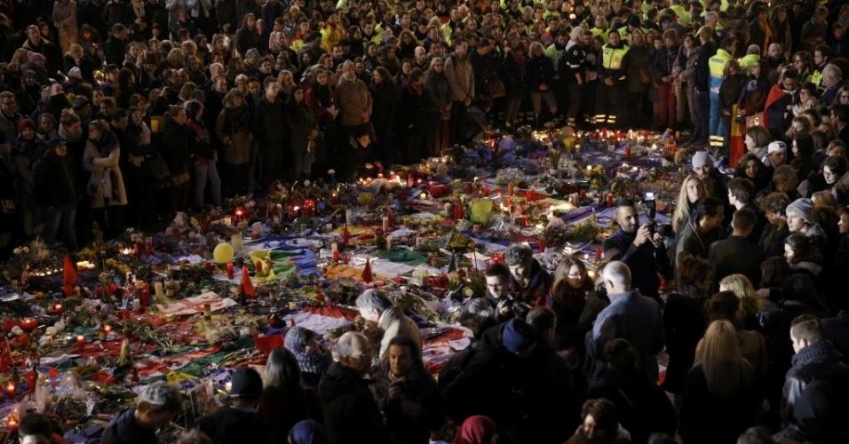 25.mar.2016 - Mais de mil pessoas participam de um encontro em Bruxelas, na Bélgica, para lembrar às vítimas do atentado terrotista desta semana, no qual mais de 30 pessoas morreram e outras 300 ficaram feridas