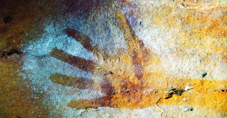25.mai.2016 - Pintura aborígene de uma mão em Kimberley, Austrália. O criador das pinturas rochosas de Bradshaw ainda é debate entre pesquisadores