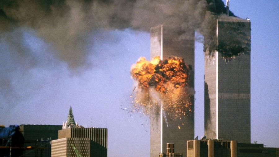Aviões atingem o World Trade Center durante atentado terrorista de 11 de Setembro de 2001 nos EUA - Sean Adair/11.set.2001/Reuters