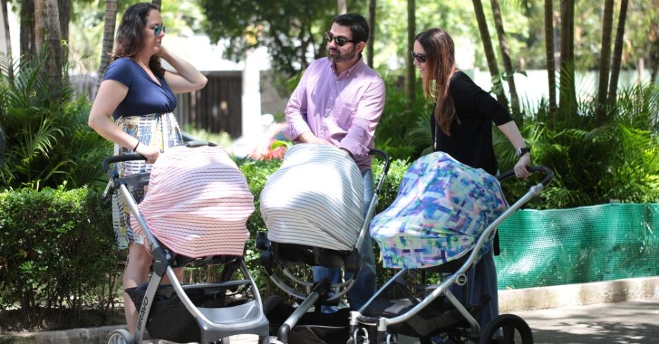 O Baby Shade, um tecido elástico e respirável para proteger o bebê em passeios no carrinho ou no bebê conforto de pessoas com as mãos sujas e do ar-condicionado, por exemplo, além de dar privacidade para mães na hora da amamentação