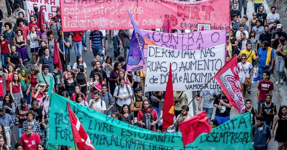 Faixas de manifestantes protestavam contra reajuste no bilhete temporal e de integração no transporte público de São Paulo