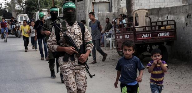 Cadetes da ala armada do Hamas islâmico palestino marcham na cidade de Khan Yunis, no sul da Faixa de Gaza (15.set.2017)
