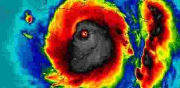 A 'face da morte': muita gente vê um monstro no foto que registrou a passagem do furacão Matthew pelo Haiti  - Nasa