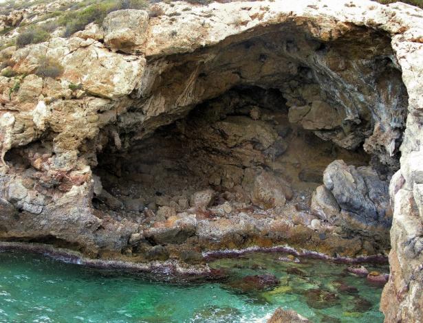 Estudo traz evidência de que os nossos primos extintos tinham o hábito de desenhar em cavernas