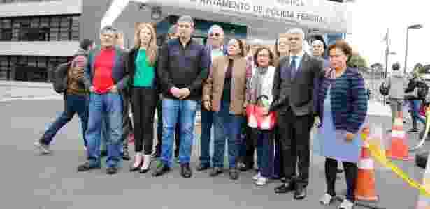 Parlamentares na sede da PF de Curitiba, onde fizeram vistoria na carceragem  - Gisele Pimenta/Estadão Conteúdo