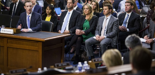 10.abr.2018 - Mark Zuckerberg depõe diante de senadores americanos no Capitólio