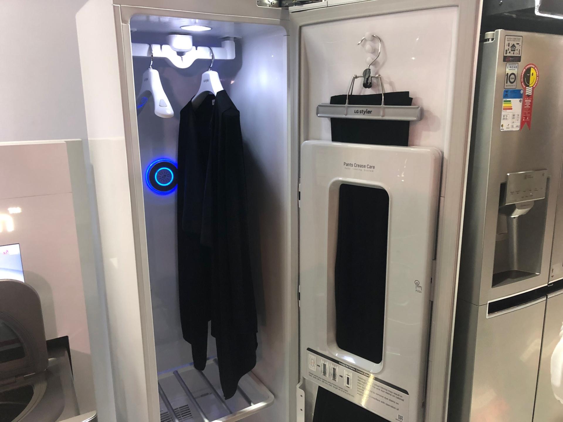 Sonho! LG lança armário conectado que passa a roupa para você
