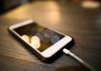Quem ama cuida! 6 dicas para fazer o seu carregador de celular durar mais (Foto: iStock)
