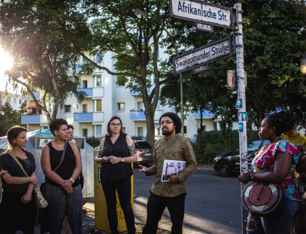 Joshua Kwesi Aikins faz um tour pelo bairro africano de Berlim, onde os nomes das ruas estão ligados ao passado colonial da Alemanha na África