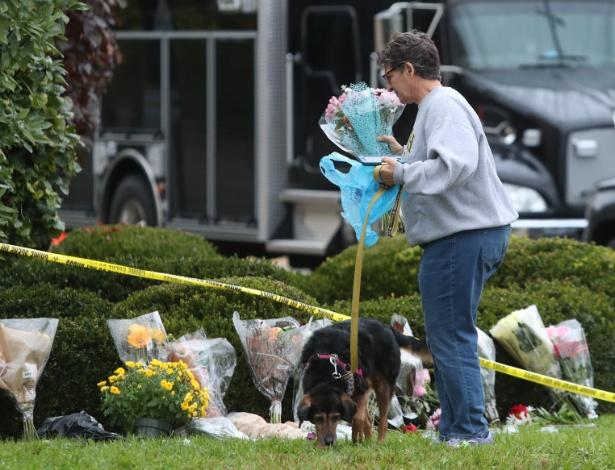 Vítimas do ataque à sinagoga de Pittsburgh são homenageadas com flores - REUTERS/Cathal McNaughton