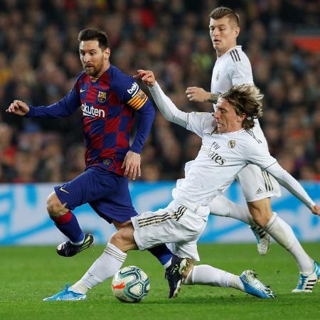 Barcelona e Real Madrid brigam ponto a ponto pela conquista do título espanhol -