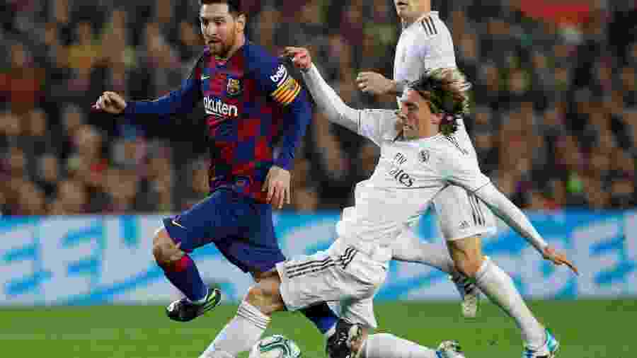 Barcelona e Real Madrid durante partida do Campeonato Espanhol no Camp Nou -