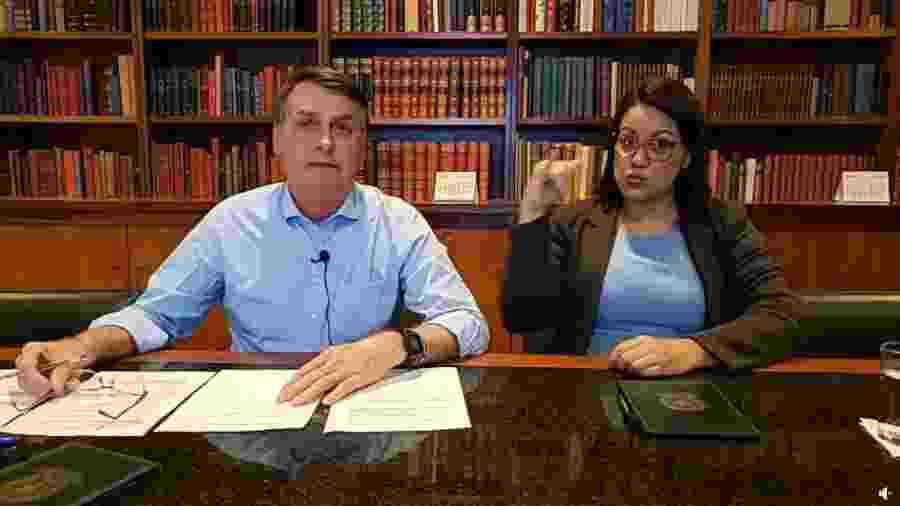 30.abr.2020 - O presidente Jair Bolsonaro, durante transmissão no Facebook - Reprodução/Facebook