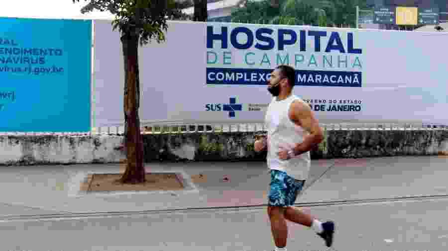 3.jun.2020 - Movimentação em frente ao hospital de Campanha do Maracanã, na zona norte do Rio de Janeiro - Felipe Duest/Photopress/Estadão Conteúdo