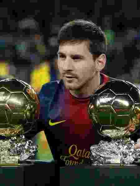 Lionel Messi posa para fotos com troféus Bola de Ouro - Albert Gea