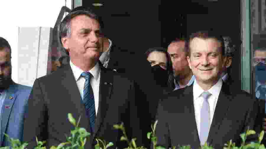 Celso Russomanno (Republicanos) se encontra com o presidente Jair Bolsonaro (sem partido) no Aeroporto de Congonhas, na zona sul de São Paulo - ALEX SILVA/ESTADÃO CONTEÚDO