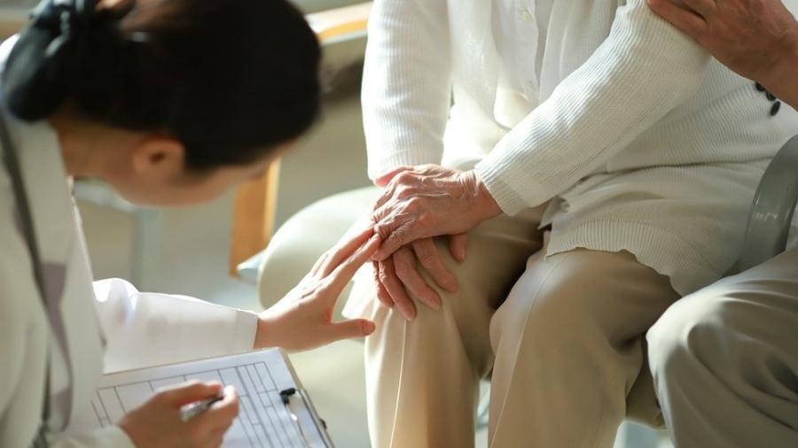"""Relatório da XP Asset Manegment afirmou que a Prevent Senior """"desafia a lógica do setor"""" por focar em idosos - GETTY IMAGES"""