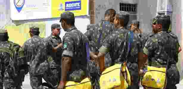 Exército brasileiro está nas ruas para ajudar na luta contra a dengue, mas ação dos cientistas pode ser vital - Bobby Fabisak/JC Imagem/Estadão Conteúdo
