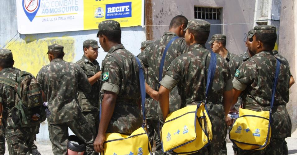 Exército ajuda em combate contra a dengue no Recife