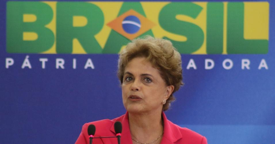 7.abr.2016 - A Presidente da República, Dilma Rousseff, participa no Palácio do Planalto, em Brasília, de Ato Mulheres em Defesa da Democracia