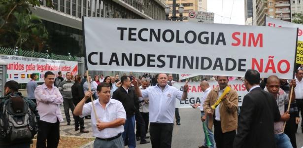 Taxistas protestam contra Uber em São Paulo