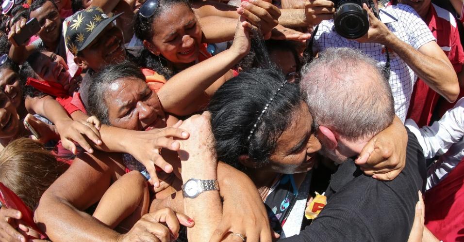 21.set.2016 - O ex-presidente Luiz Inácio Lula da Silva participa de atividade de campanha de candidatos do PT em Barbalha (CE)