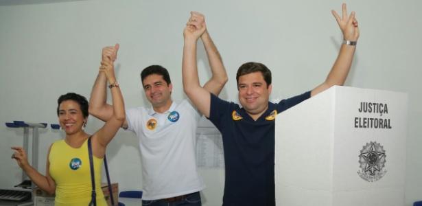 O tucano Rui Palmeira (ao centro) venceu candidato do PMDB no segundo turno