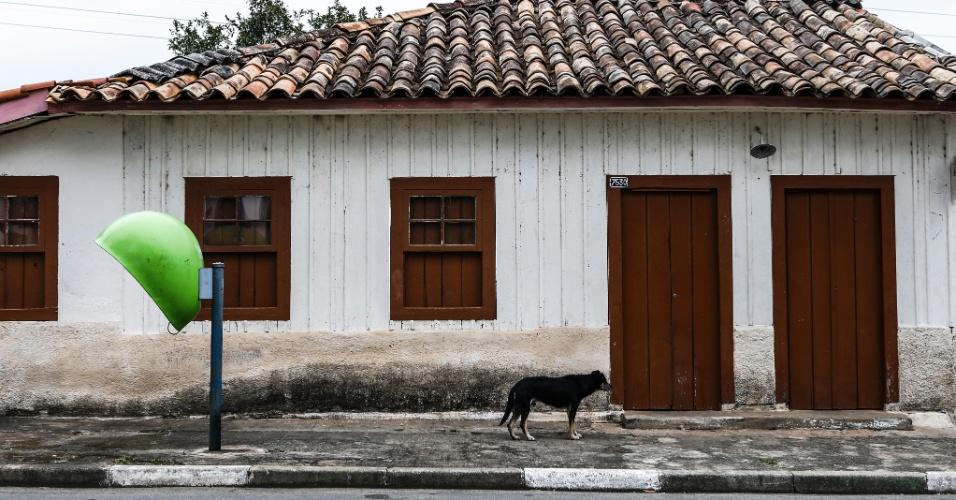 17.mar.2017 - De acordo com moradores do Bororé, este é um dos primeiros estabelecimentos comerciais que funcionou no bairro: um bar, ao lado da igrejinha de São Sebastião, com parte de sua estrutura em madeira