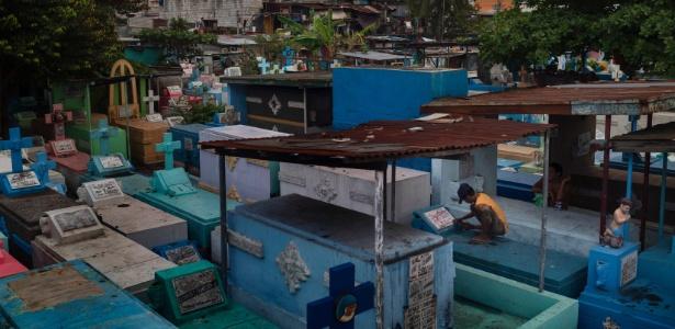 Vista de cemitério de Manila, nas Filipinas