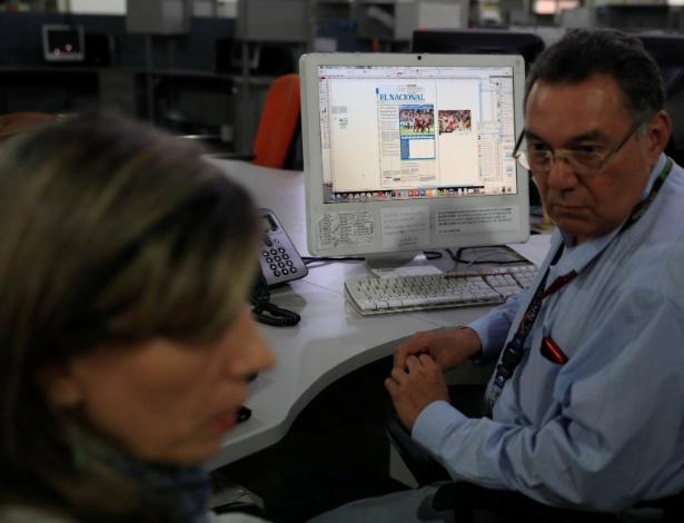 14.jun.2018 - Jornalistas trabalham na redação do El Nacional, o único jornal independente de grande porte da Venezuela, em Caracas - REUTERS/Adriana Loureiro