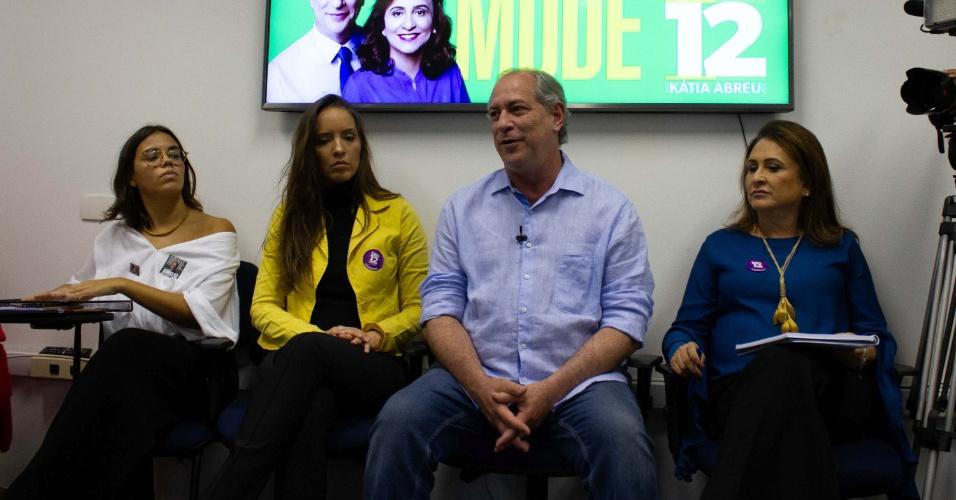 28.set.2018 - O candidato à presidência da República pelo PDT, Ciro Gomes participa de encontro sobre políticas públicas para as mulheres, em São Paulo (SP), nesta sexta-feira (28)