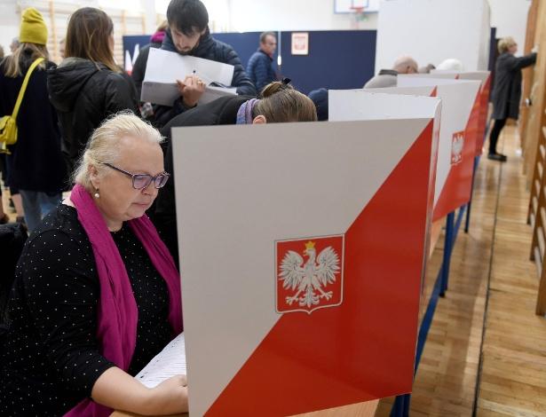 Partido conservador ganhou força com as eleições regionais na Polônia
