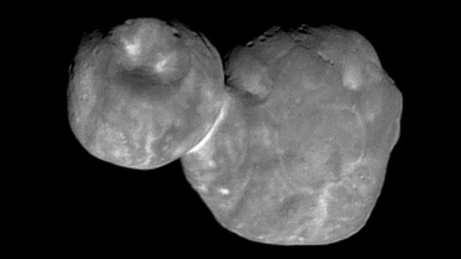 Segundo os cientistas, a Ultima Thule é um pequeno corpo feito de rocha e gelo e composto por dois objetos que se fundiram. - Nasa