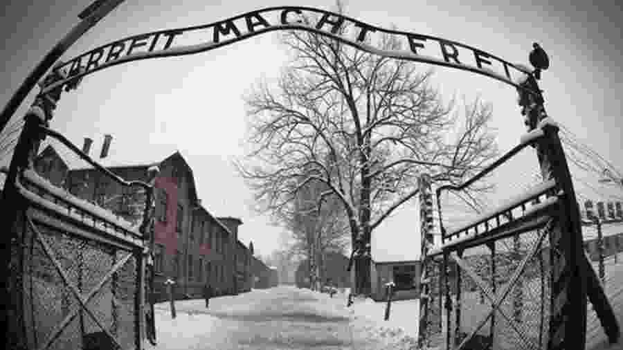 Entidades argumentam que invenção de atrocidades fictícias incentiva o negacionismo do Holocausto - AFP