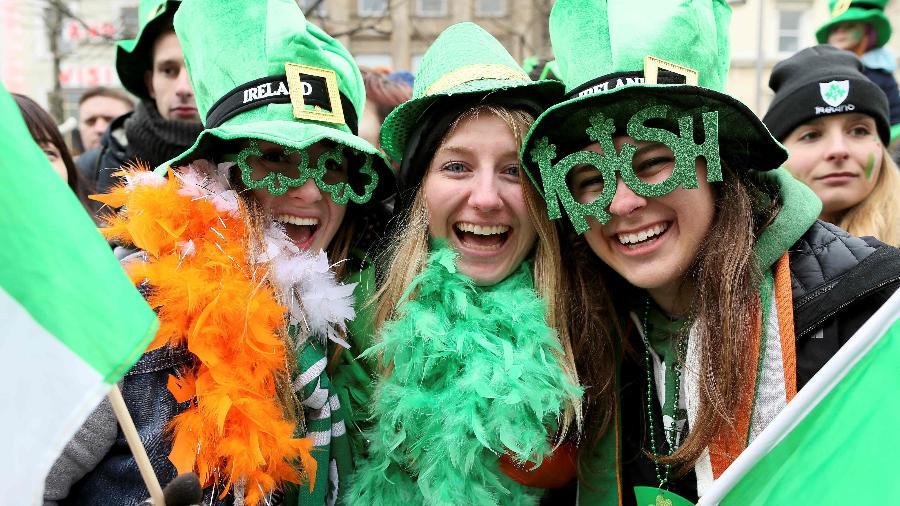 """As comemorações do St. Patrick""""s Day acontecem anualmente de 13 a 17 de março e atraem milhares de turistas à Irlanda - Paul Faith/AFP"""