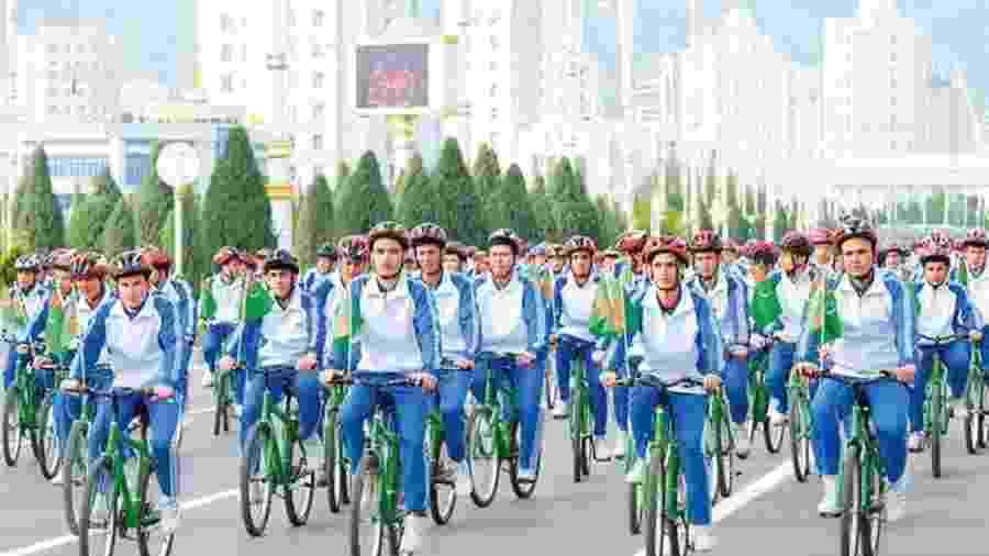 O Turcomenistão realizou uma pedalada para celebrar o Dia Mundial da Saúde na terça-feira - Divulgação/BBC