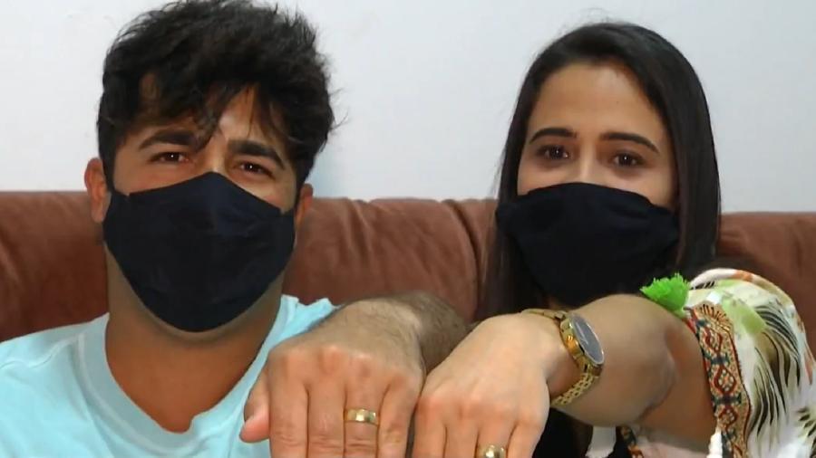 O casal Indiara e Renan perdeu uma das alianças minutos antes de serem chamados no cartório - Reprodução/Globoplay Bom dia Rio