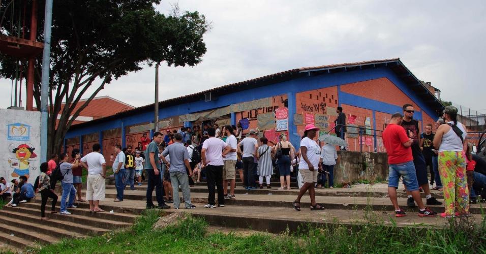 13.nov.2015 - Escola Estadual Salvador Allende, localizada na zona leste de São Paulo (SP), permanece ocupada por estudantes. Eles são contra a reorganização da rede pública de ensino