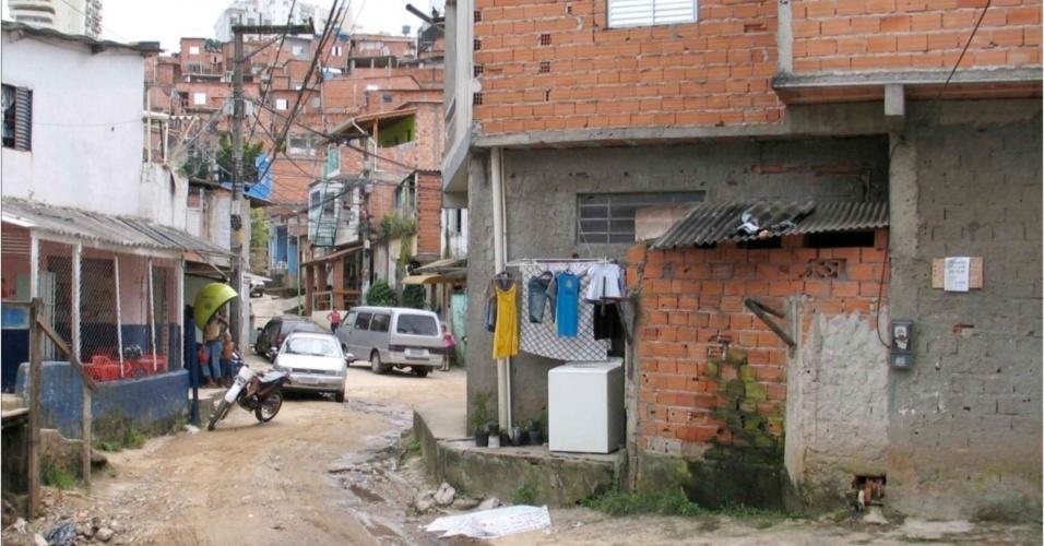 Em 2008, o escritório MMBB Arquitetos fez o projeto urbano do córrego do Antonico, em Paraisópolis, a segunda maior favela da cidade, situada na zona sul. O córrego e o entorno são ocupados por moradias e recebem esgoto clandestino. Pelo projeto, unidades habitacionais seriam criadas para receber moradores que ocupam as proximidades do córrego