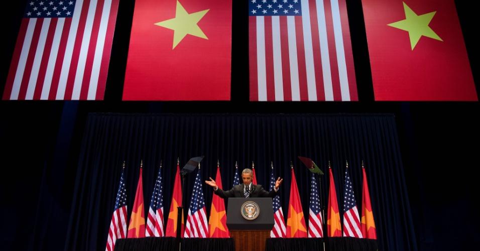 24.mai.2016 - Em seu segundo dia da visita oficial ao Vietnã, o presidente americano Barack Obama discursou para líderes da sociedade civil no Centro de Convenções da capital Hanói. Esta é a primeira visita de Obama ao Vietnã e a terceira de um presidente americano desde o fim da guerra entre os países em 1975