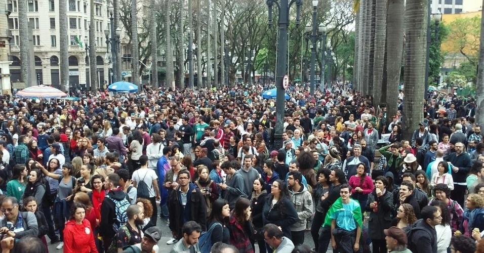 7.set.2016 - Manifestantes se concentram na Praça da Sé, no centro de São Paulo, em ato que pede a saída do presidente Michel Temer da Presidência da República, no feriado da Independência do Brasil