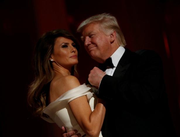 O novo presidente dos EUA, Donald Trump, na primeira dança com sua mulher, Melania