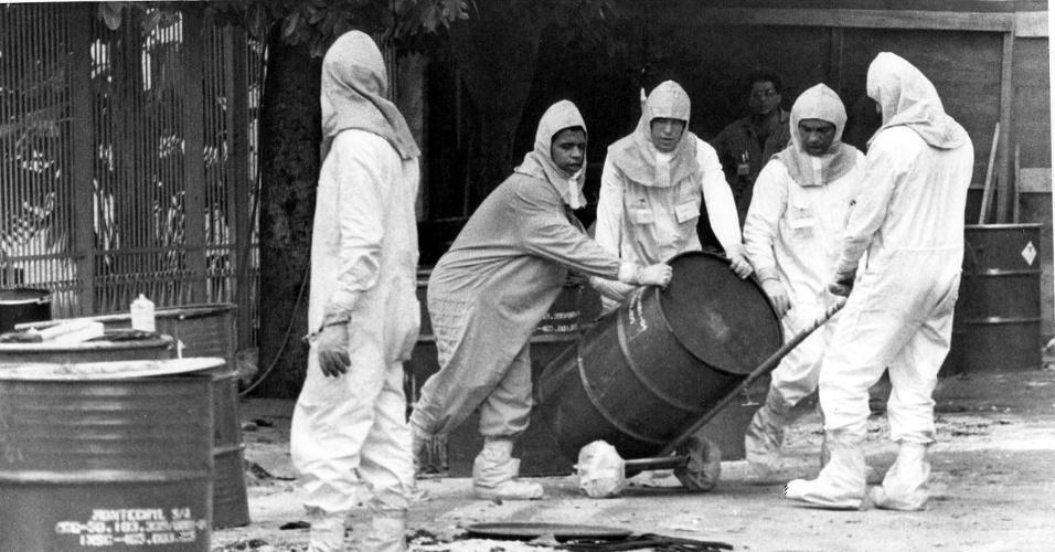 Acidente com césio-137 em Goiânia: técnicos retiram lixo radioativo das áreas contaminadas