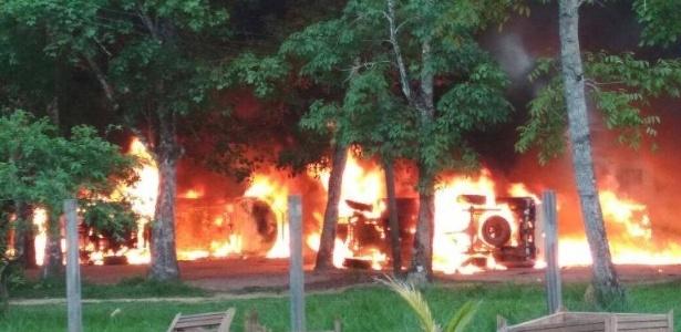 Garimpeiros queimam escritórios do Ibama, ICMBio e Incra em Humaitá, no sul do Amazonas