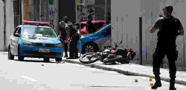 Sargento da PM foi baleado e morto na rua do Livramento, nos arredores do Morro da Providência, no Rio - Gustavo Miranda/Agência O Globo