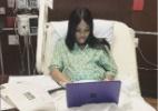 Grávida faz trabalho final de faculdade no hospital pouco antes de parto - Reprodução/Twitter @naydxll